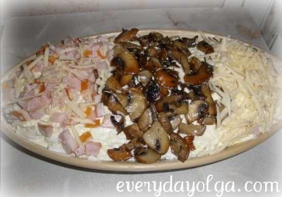 мужской салат с ветчиной и грибами