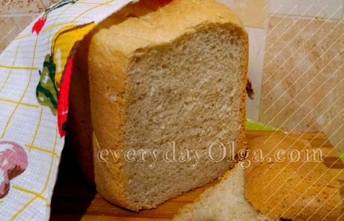 белый хлеб в разрезе из хлебопечки